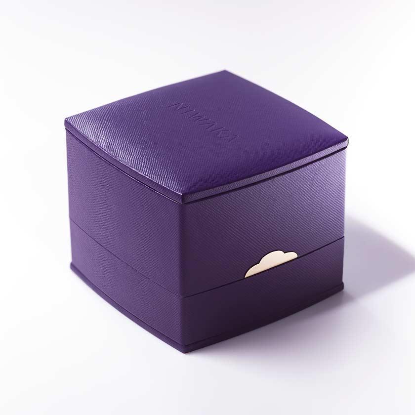 美しく作り込まれたパープルボックス
