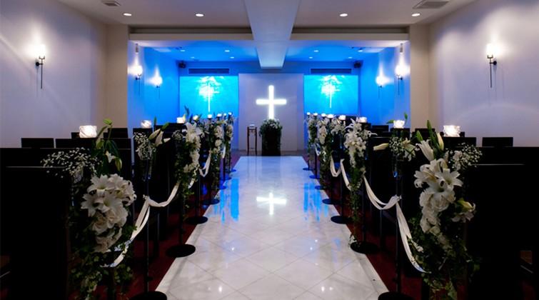 e68656239fe4d 純白の教会を映像演出で彩るドラマチックな挙式二人の理想の一日を叶える結婚式場